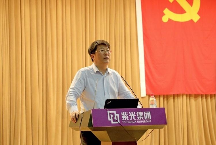 Глава Tsinghua Unigroup Жао Вейгуо (финансит развития производства DRAM и NAND в Китае)