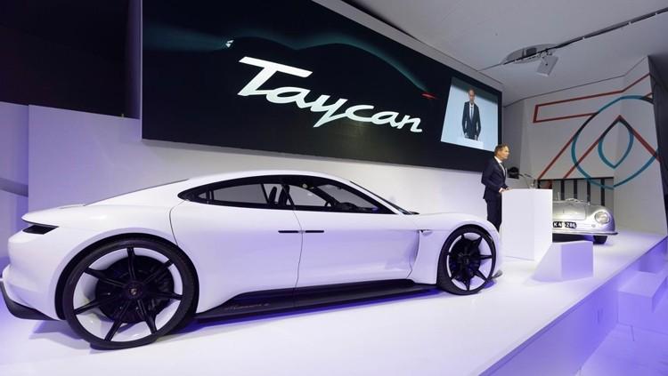 taycan1 1